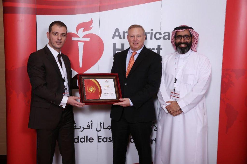 """جمعية القلب الأمريكية تمنح """"الوسام الذهبي"""" لطب جامعة الملك سعود لعام 2017"""