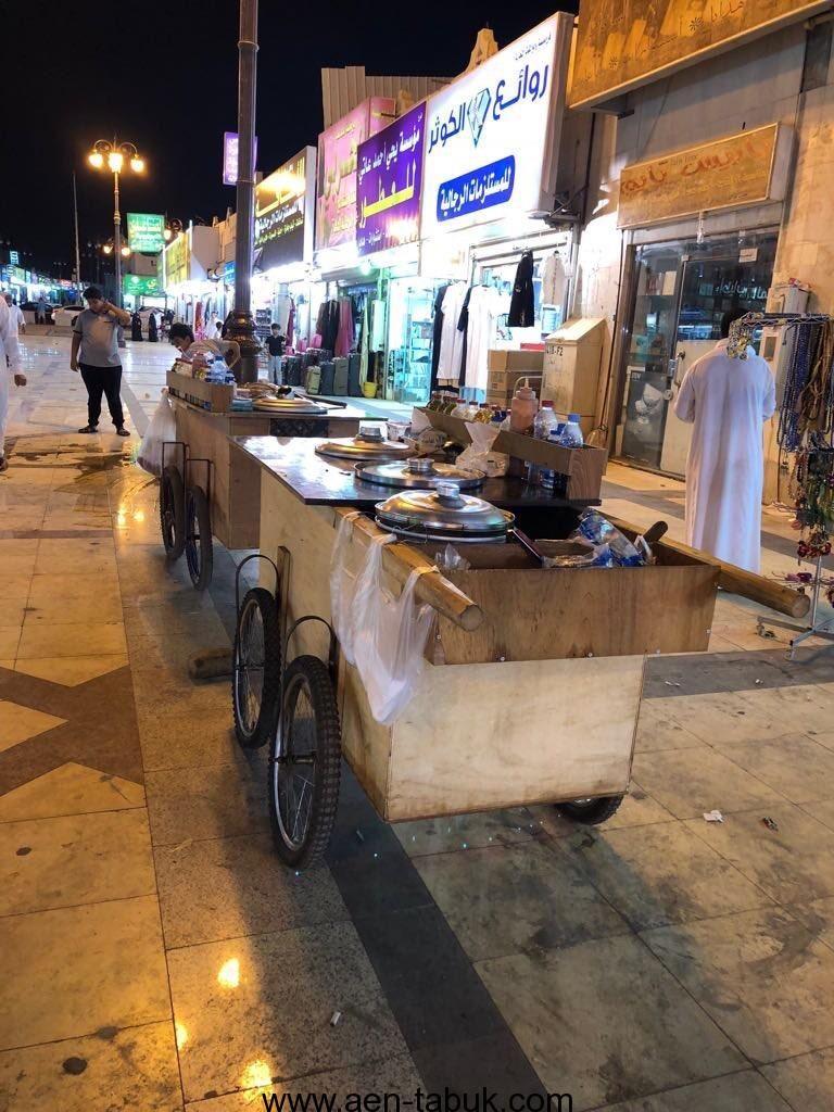 أمانة تبوك تصادر أكثر من 30 عربة للباعة المتجولين ضمن حملتها لإزالة مظاهر التشوه البصري