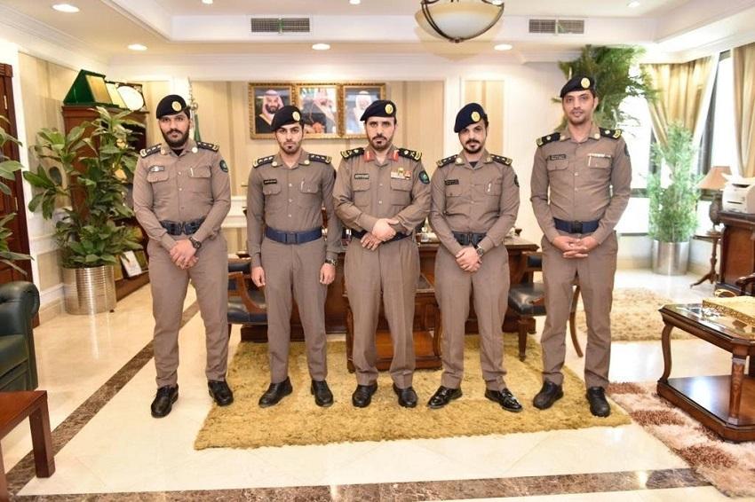"""اللواء """"الشمراني"""" يقلد عدد من الضباط رتبهم الجديدة"""
