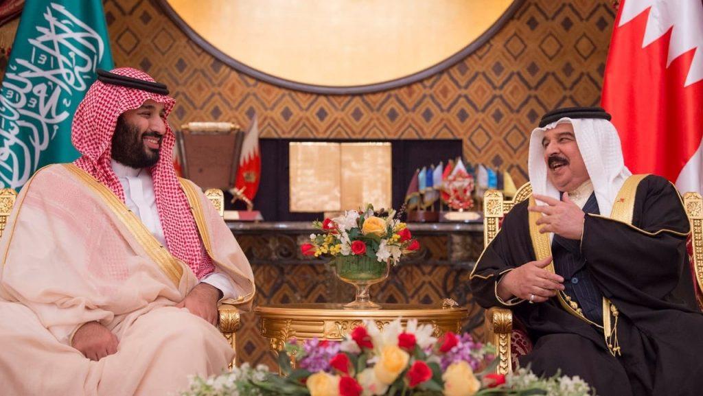 ولي العهد يعقد مع ملك البحرين جلسة مباحثات