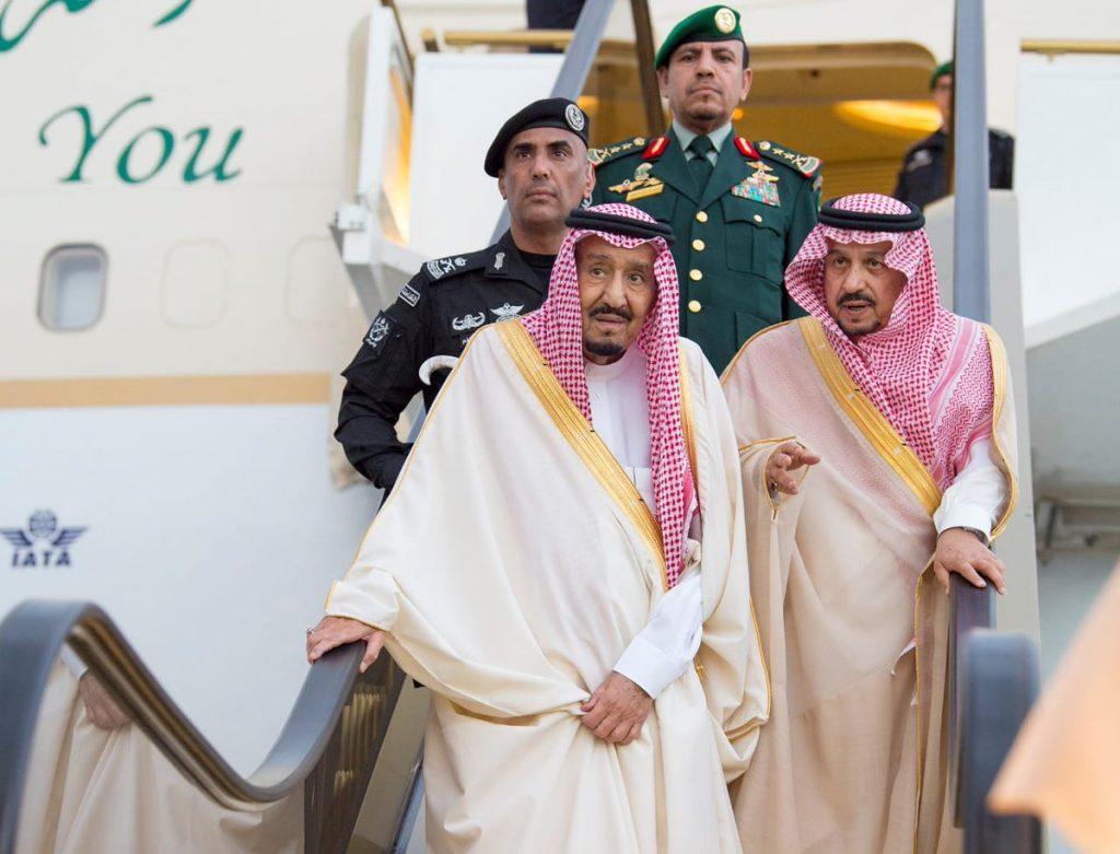 خادم الحرمين الشريفين يصل الرياض قادما من حائل