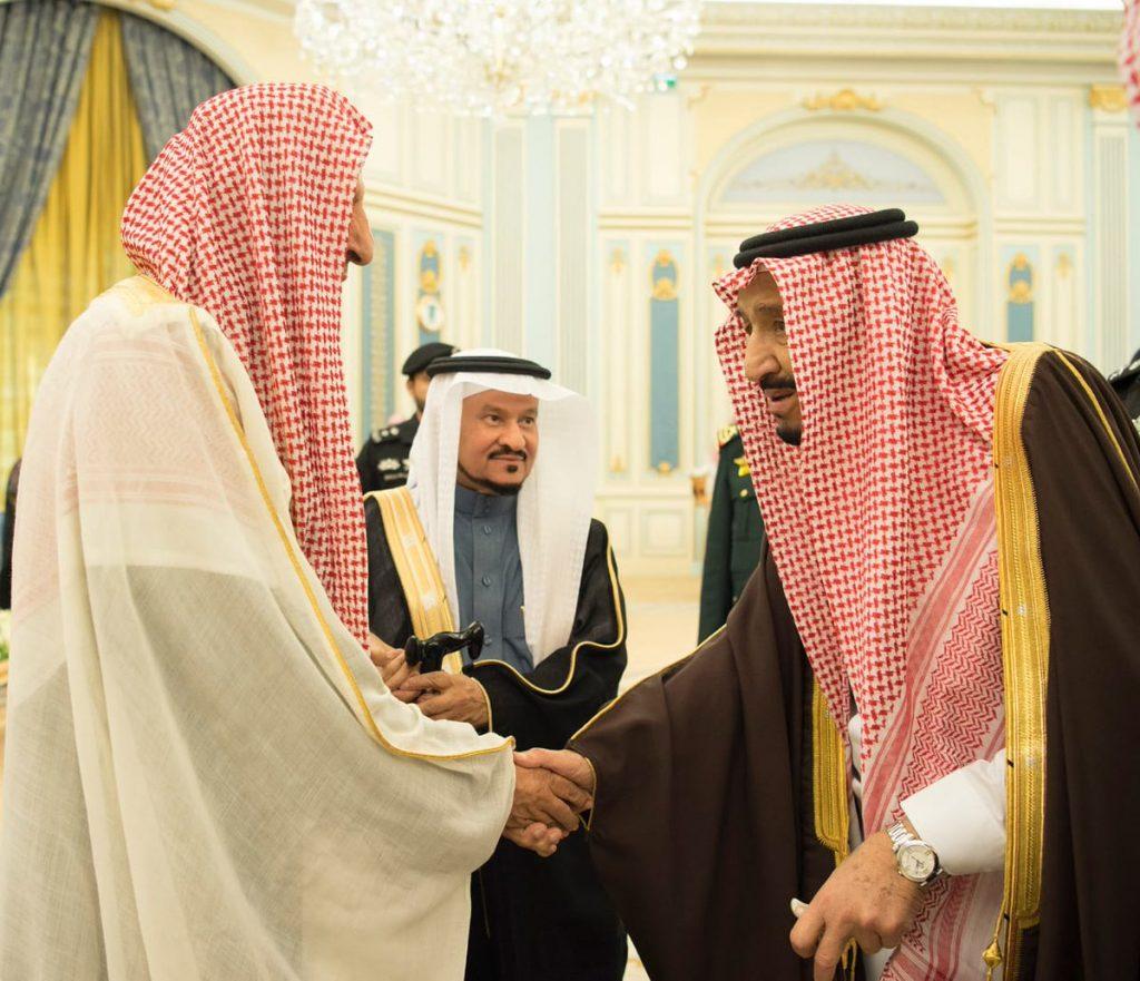 خادم الحرمين الشريفين يلتقي الأمراء والمفتي والعلماء والمواطنين