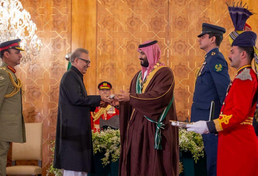 ولي العهد يتقلد أعلى وسام مدني في باكستان من رئيس الدولة