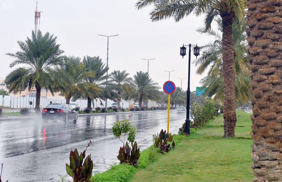 الدفاع المدني يحذر من التقلبات الجوية والحالة المطرية في الرياض والشرقية والمدينة والقصيم