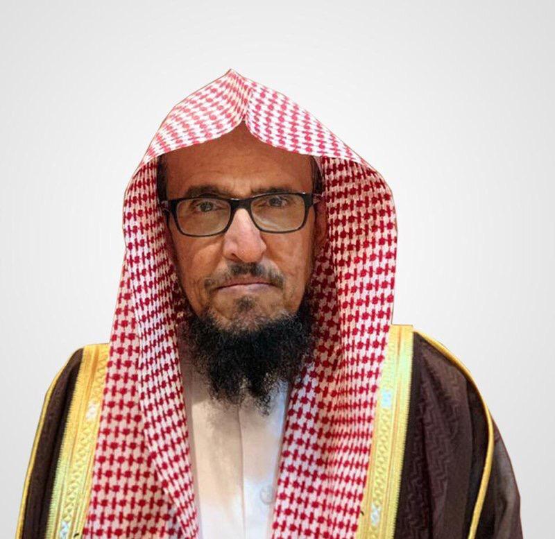 """نائب وزير الشؤون الإسلامية يطمئن على صحة """"خطيب الجمعة"""" الذي تعرض لطعن في النماص"""