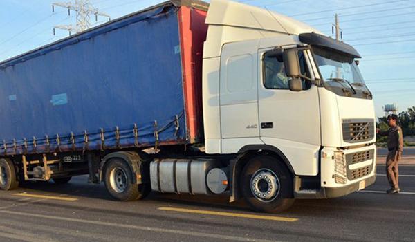 منع دخول الشاحنات غير المطابقة للمواصفات إلى المملكة