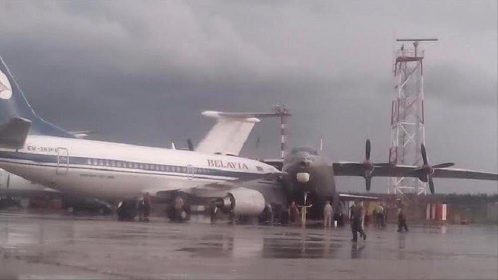 تصادم طائرتين في مطار بيرسون بكندا