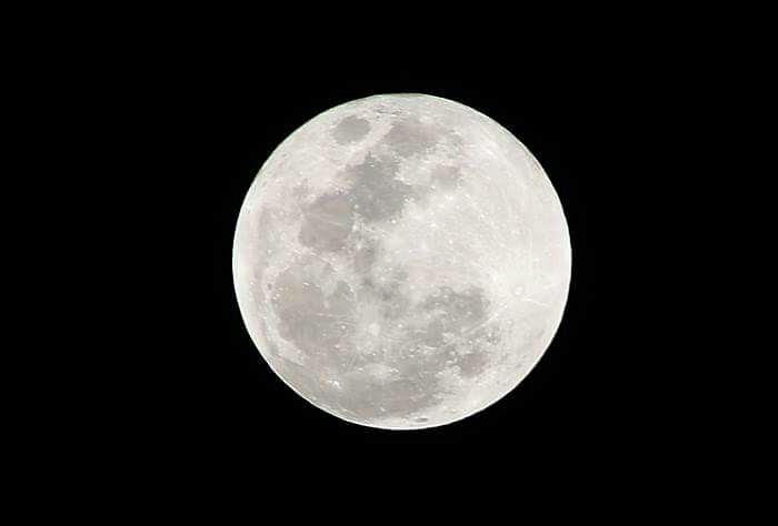 """""""الـقمر الأزرق"""" يـزين سماء الوطـن الـعربي … السبت"""