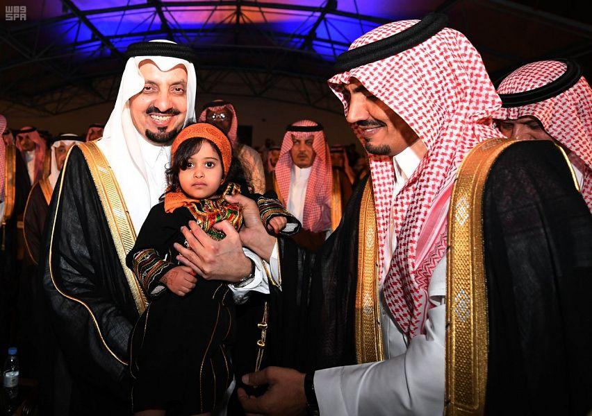 """رحب بالقادمين إلى المنطقة ..الأمير فيصل بن خالد يطلق مهرجان """"أبها يجمعنا"""""""