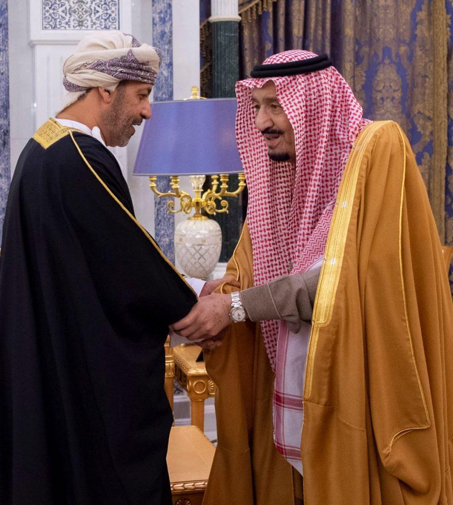 خادم الحرمين الشريفين يلتقي وزير الداخلية لسلطنة عمان