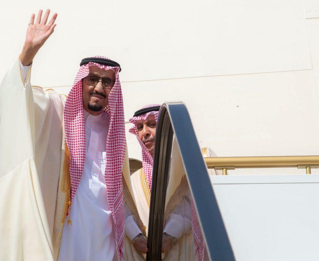 خادم الحرمين الشريفين يغادر إلى تونس في زيارة رسمية ويرأس وفد المملكة في القمة العربية