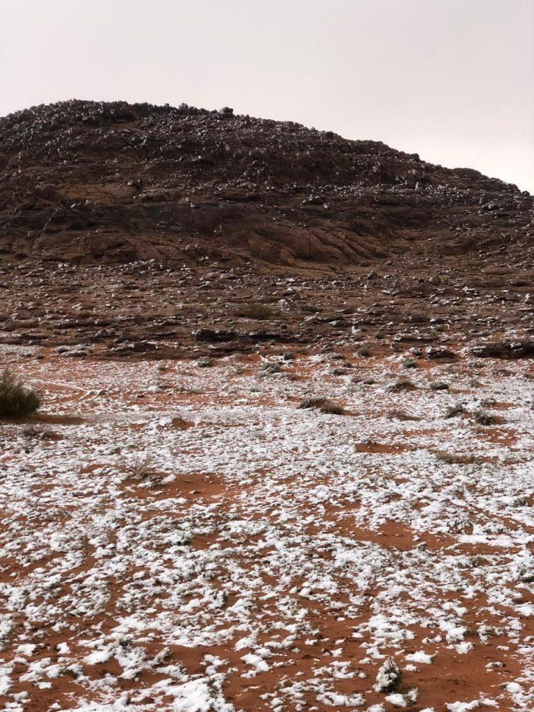 جبال اللوز وعلقان والظهر تكتسي بالثلوج
