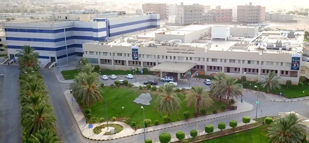 مستشفى الولادة في بريدة: إنهاء معاناة طفل من تضاعف الأمعاء