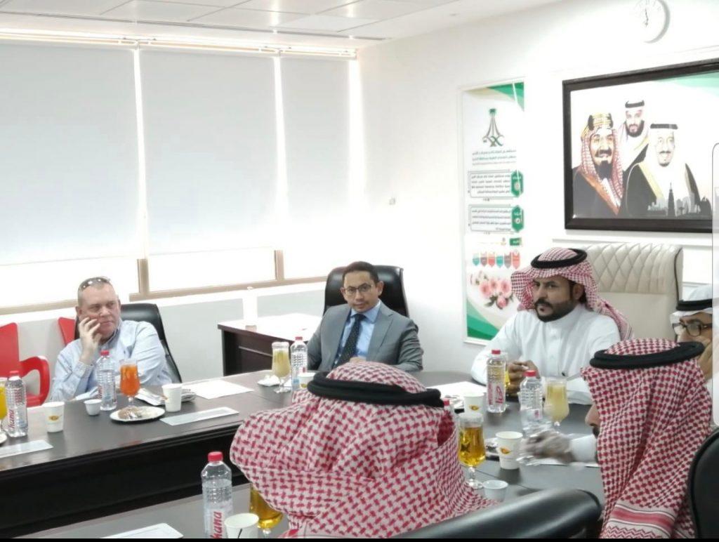 فريق من أرامكو يطلع على أحد المشاريع التطويرية بمستشفى الملك خالد بالخرج