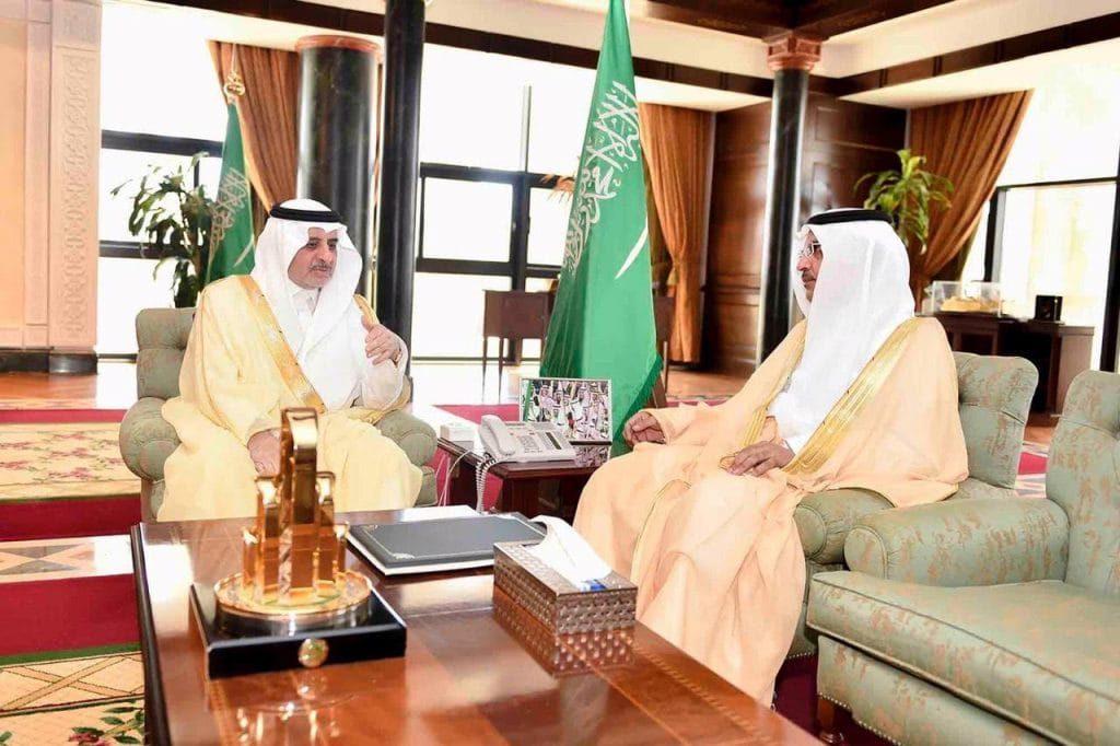 الأمير فهد بن سلطان يلتقي مدير عام التعليم في منطقة تبوك ويطلع على نشاطات الصيف