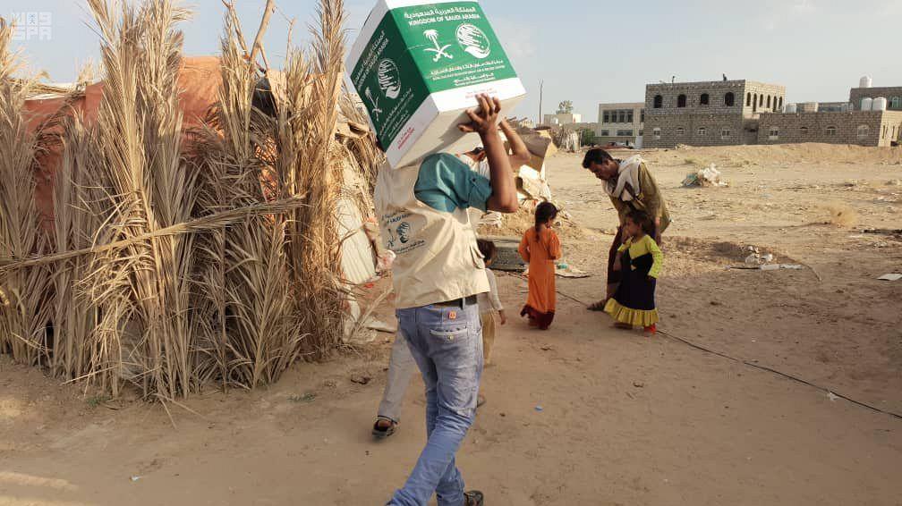مركزالملك سلمان يوزع ٣٠٠ سلة غذائية على النازحين في صعده